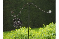 Balance with frogs on swing